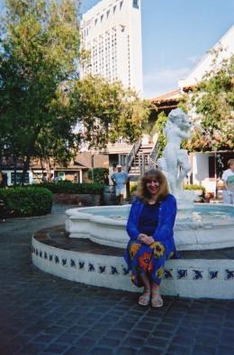 Annie Locke image